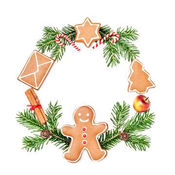 Weihnachtskranz mit Tannenzweigen, Dekoration und Lebkuchengebäck