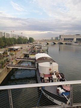 Paris, quais de la Seine.