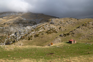 Fototapeta Refuge of DiosTe Salve, Plan d, Anitz, path GR11, western valleys, Pyrenean mountain range, province of Huesca, Aragon, Spain, europe obraz
