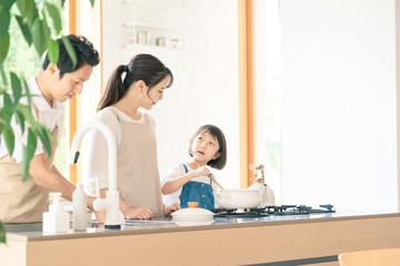 Fototapeta 料理する親子 子育てイメージ obraz