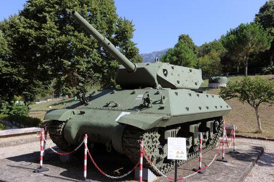 Mignano MonteLungo, italia - 14 agosto 2020: Il carro armato M10 Wolverine esposto nell'area museale del sacrario di Montelungo