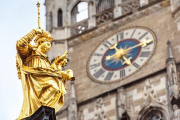 Fototapete - Virgin Mary statue closeup in Marienplatz square, Munich, Germany