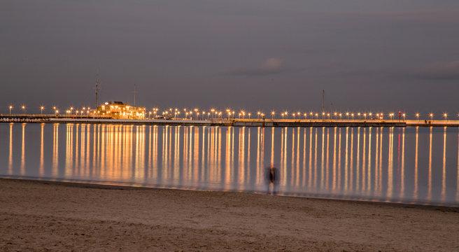 Sopot, molo, latarnie, wieczór, noc, plaża, morze, morski, woda, wybrzeże, piach, krajobraz, dzisiejszy wieczór, podróż, spacer, spacerować, wakacje