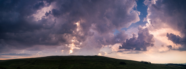 The colors of the sunset. Panorama of Brecon Beacons National Park in Wales. Fotobehang