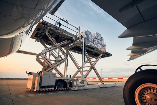 Loading of cargo containers to airplane
