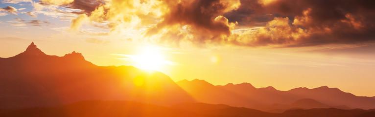 Foto auf Acrylglas Rotglühen Mountains on sunset