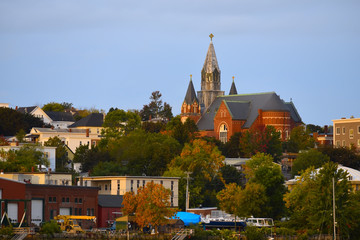 Fotobehang - View of the city and the river in the early autumn morning. USA. Maine. Portland.