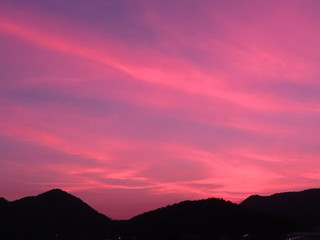 Photo sur Plexiglas Rose banbon 夕方の赤紫色の雲、その1