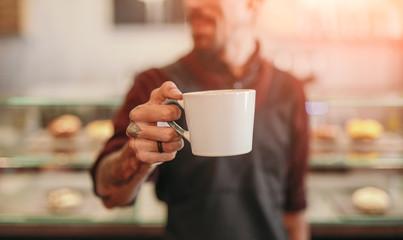 Photo sur Plexiglas Cafe Barista serving cup of hot coffee