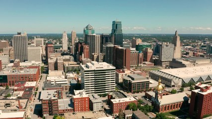 Fotomurales - Descending from 400 feet down around downtown Kansas City MO