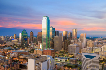 Fotomurales - Dallas, Texas cityscape with blue sky at sunset