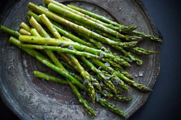 Grilled asparagus with black salt.