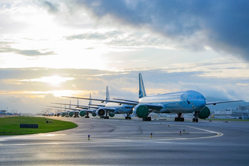 Aircraft are closely line up for long term parking at taxiway of airport due to COVID-19  Fotobehang