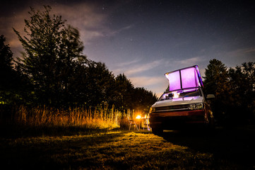 VW T6 California Nachthimmel Lagerfeuer