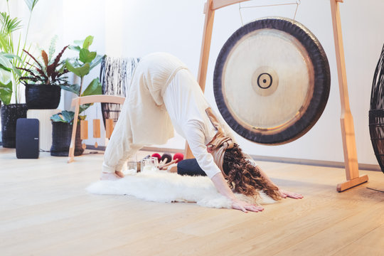 Yoga Kundalini woman downwardfacing dog gong white gong bath adomuka savasana music sound
