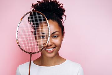 Playful girl holding tennis racquet Papier Peint