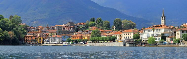 Lago di Mergozzo in Italia, Lake of Mergozzo in Italy Fotobehang
