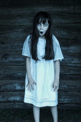 Photo sur Plexiglas Doux monstres Scary ghost girl openes mouth isolated on dark background