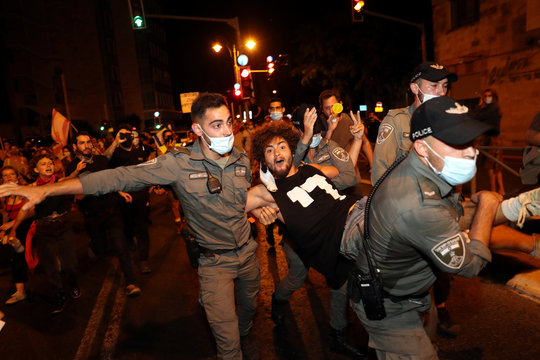 Israelis protest PM's alleged corruption and economic hardship from COVID-19 lockdowns
