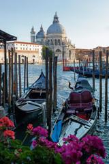 Venezia. Stazio con gondole verso La Salute
