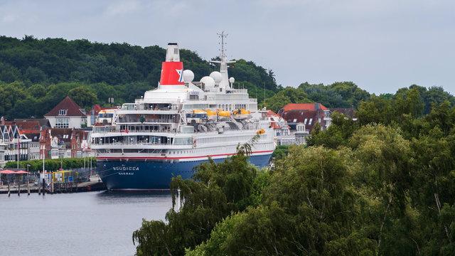 Deutschland , Lübeck Travemünde , 24.06.2018 , Das Kreuzfahrtschiff Boudicca zu Gast in Travemünde