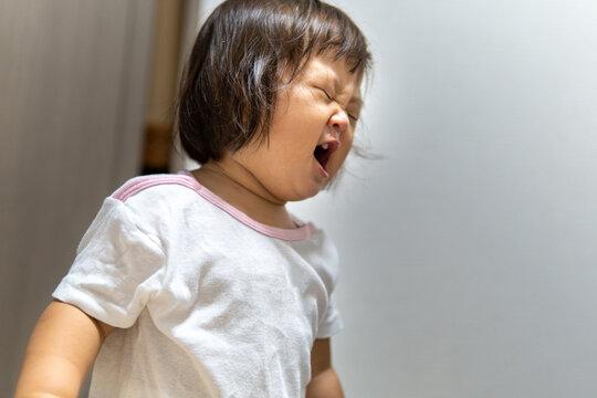 泣き叫ぶ日本の子供