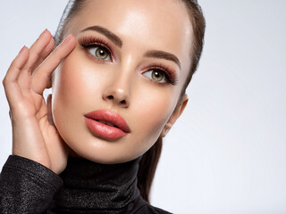 Obraz Portrait of beautiful young woman with bright pink makeup. Beautiful brunette with bright orange lipstick on her lips. - fototapety do salonu