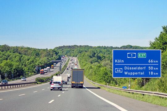 Autobahn 1, Entfernungstafel Km 356,5 in Richtung Köln