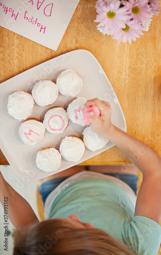 Mother's Day: Spelling Out Mom on Cupcakes