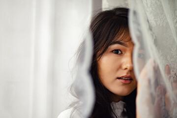 face behind a curtain Papier Peint