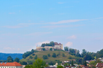 Blick auf Schloss Lenzburg im Kanton Aargau, Schweiz