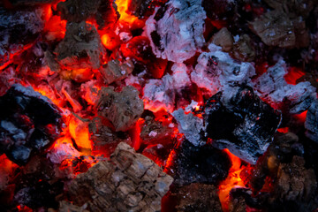 Photo sur Aluminium Texture de bois de chauffage Burning coals. Close-up of decaying charcoal, barbeque season. Bright flashes of fiery flames. Burning hot coals and wood in the night. Red coals burned in the bonfire.
