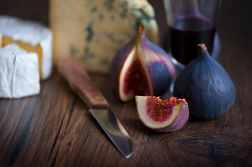 figs and cheeses with port
