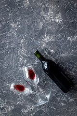 Fototapete - Wine bottle and glasses on grey background from above copy space