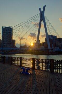 石川島公園パリ広場から見る中央大橋向こうの落日