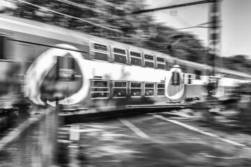Foto op Aluminium Londen rode bus subway train in motion