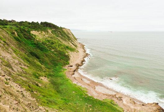 Acantilado de la playa Azkorri