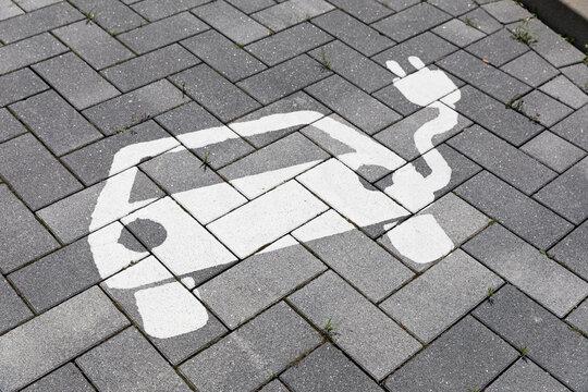 Symbolbild Parkplatz für Elektroauto