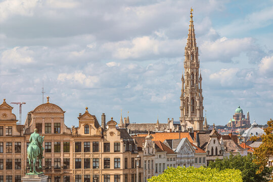 View over Brussels from Mont des Arts (Kunstberg) with Basilica, Sacré-Coeur (Koekelberg) in the background