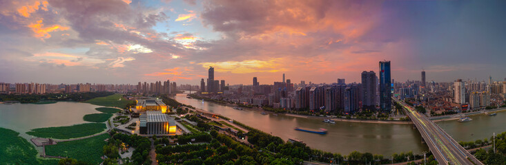 Foto op Plexiglas Zalm Wuhan city skyline scenery in summer, Hubei, China