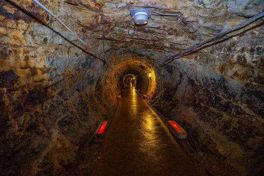 洞窟 廃坑 廃鉱 鉱山 尾去沢 採掘 宝探し