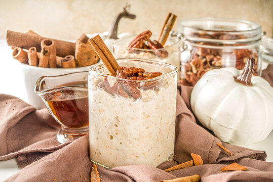 Spice autumn breakfast oats recipe, Homemade maple cinnamon overnight oatmeal with pecan nuts, maple syrup and spices, copy space