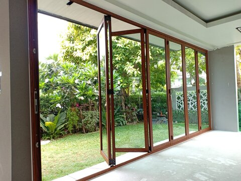 Styles of aluminum glass in the house