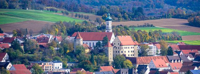 Schloss und Kirche in Bissingen im Kesseltal