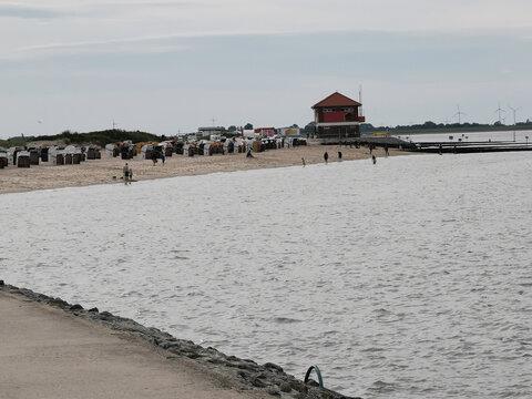 Fast leerer Strand der Nordsee zu Corona-Zeiten