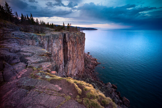 Scenic view of Palisade Head and Lake Superior in Tettegouche State Park during sunset