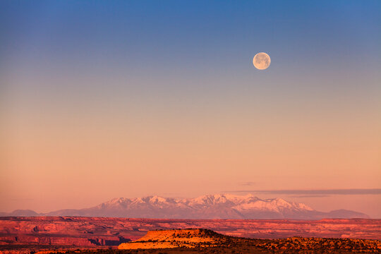 Scenic view of moon during sunrise