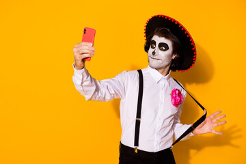 Photo sur Plexiglas Pain Portrait of his he nice handsome painted spooky guy caballero taking making selfie calavera celebration look outfit having fun isolated bright vivid shine vibrant yellow color background
