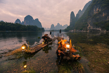 Papiers peints Guilin Chinese traditional living habits, images of traveling in Guilin, China, two fishermen relaxing on the Li River.