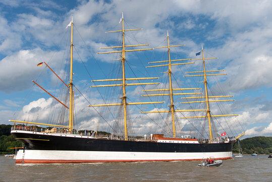 Big old tall shipp on his way to the city of hamburg
